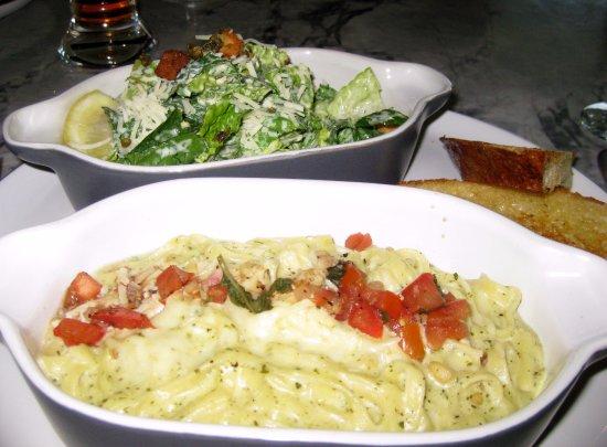 Cview Restaurant: Linguine with a pesto sauce and salad