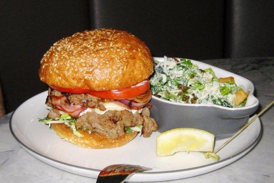 Cview Restaurant: Delicious huge hamburger and salad