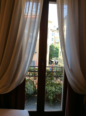 Lugano Dante Center Swiss Quality Hotel: French doors to small balcony