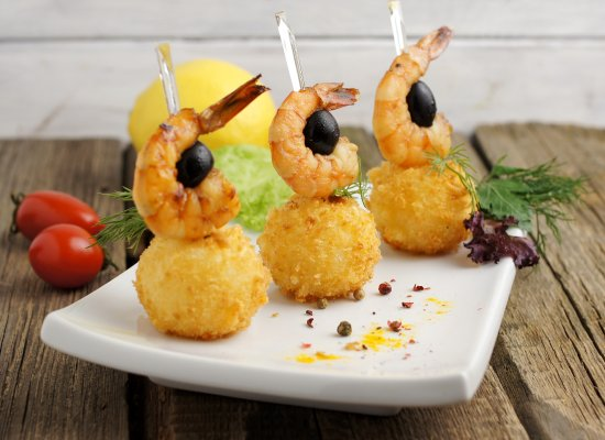 Yurga, Russia: Сырные шарики с тигровой креветкой - очень сытная закуска!