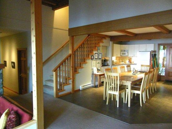 A Snug Harbour Inn: Salle à manger commune pour petit-déjeuner, goûter...