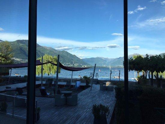 Termali Salini & Spa Locarno: vasca esterna con vista sul lago