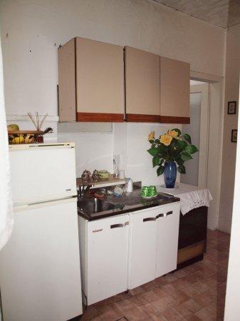 Masera di Padova, Italy: кухня в коридоре