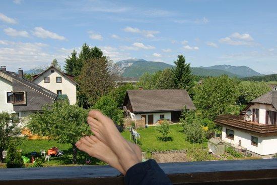 Finkenstein am Faaker See, Austria: Aussicht von unseren Komfortzimmern - einfach die Seele baumeln lassen
