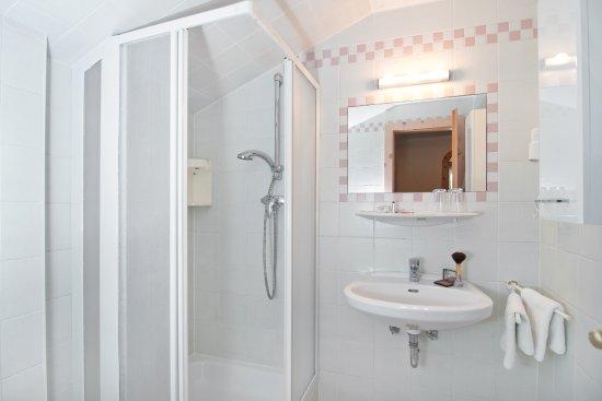 Finkenstein am Faaker See, Austria: ...unsere Badezimmer - Kategorie Komfort