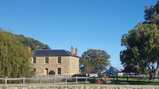 McLaren Vale, أستراليا: Penny's Hill from the road