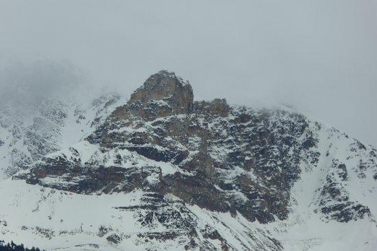 Mount Robson Inn: mountain view