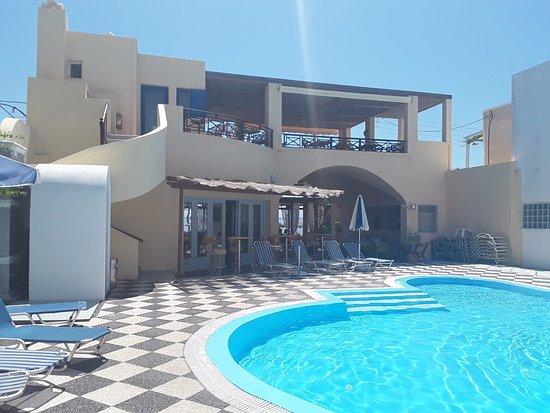 Levante Beach Hotel: Pool. Bar leading to beach and restaurant