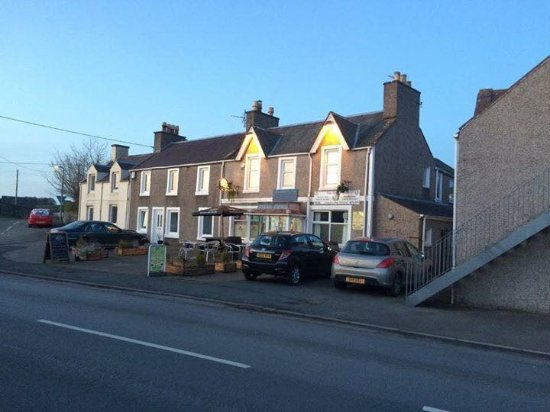 Crossmichael, UK: The Thistle Inn From The Road-Side