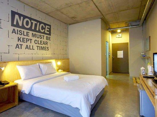The Warehouse Bangkok: Spacious room