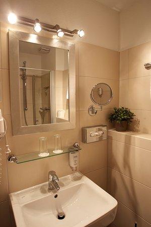 Renovierte Bader Mit Dusche Und Wc Picture Of Das Fruhstuckshotel