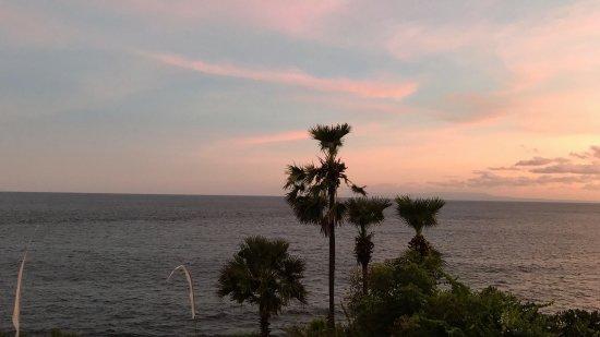Seraya, Indonesia: Abendstimmung - Aussicht vom Restaurant