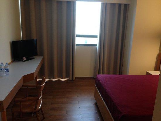 Hotel El Salvador: Room#404 front facing