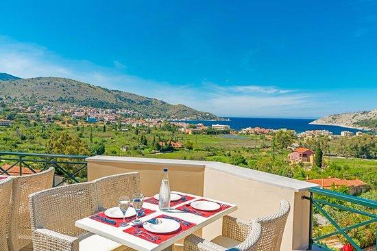 Ai Yannis Suites and Apartments Hotel: η θέα από το εστιατόριο