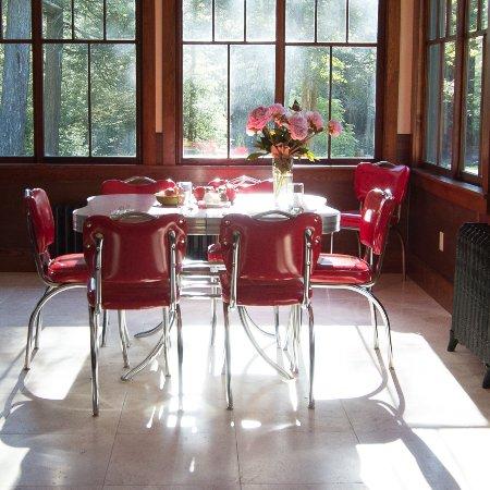 Sparrow Bush, Estado de Nueva York: Breakfast room at the cottage.