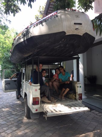 Red Chilli Adventure: on our way to the BYASI spot, on the dot pick up time!