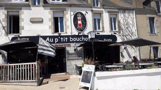Penestin, ฝรั่งเศส: Le P'tit bouchot se trouve toujours sur le port ,anciennement à la visnonia