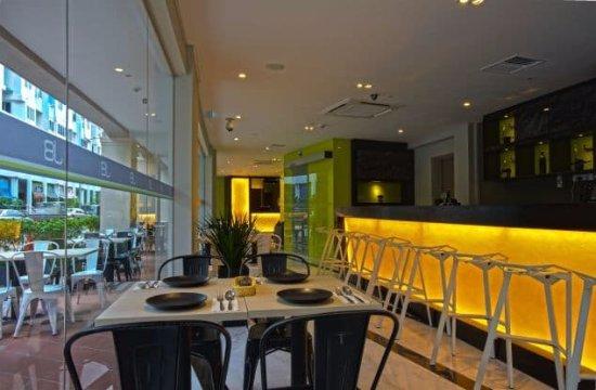 J8 Hotel : Breakfast area.