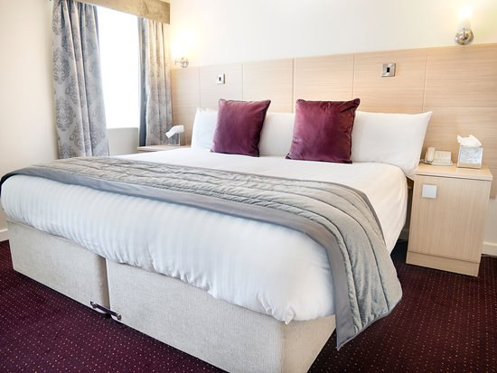 The Waterfront Hotel: Deluxe Double Room