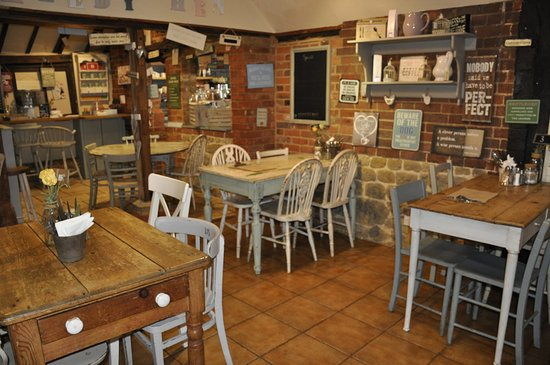 The Speckledy Hen: Lots of seating inside the cafe