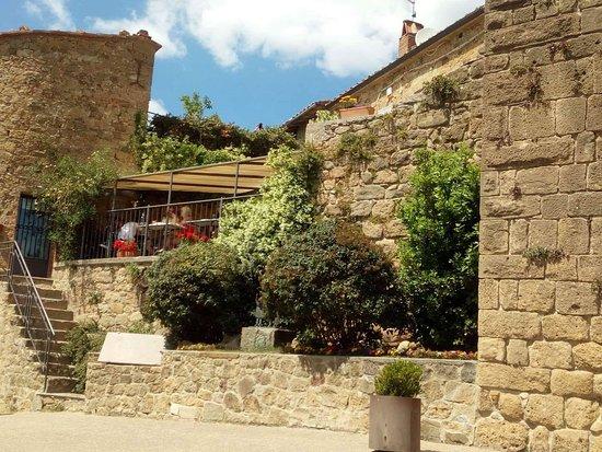 La porta picture of osteria la porta monticchiello for La porta media