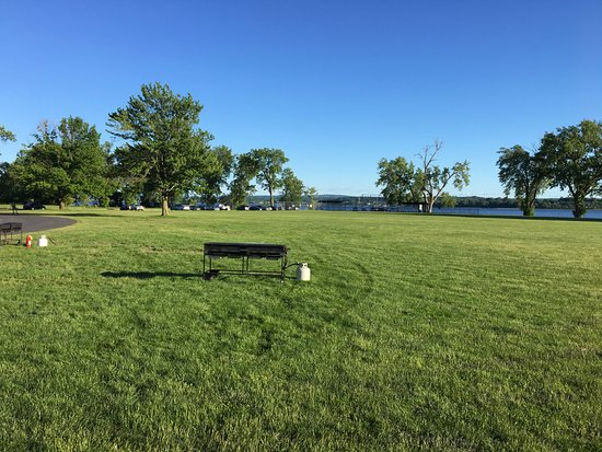 Liverpool, Нью-Йорк: Onondaga Lake Park - more fields views