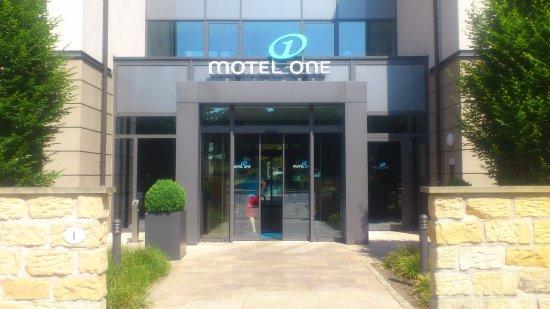 Motel One Dresden-Palaisplatz: Entry