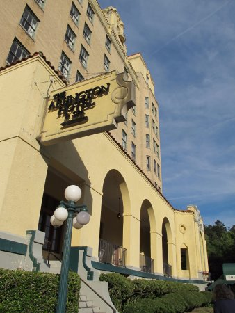 Arlington Resort Hotel & Spa: In the center of things.