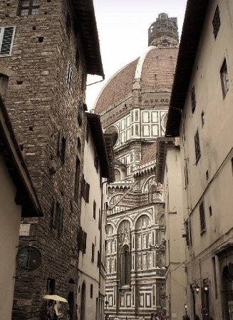 Ferdinando II dei Medici : Gasse in Florenz mit Blick auf Dom , 2 Minuten vom Hotel entfernt