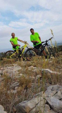 Gigean, Frankrijk: On devient performant avec des montées et des descentes toujours plus impressionnantes en VTTAE