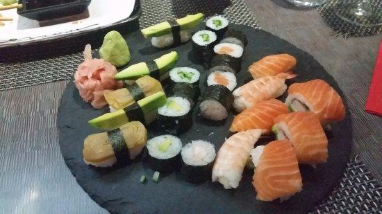 Kosice Region, Slovaquie : Sushi mixed plate