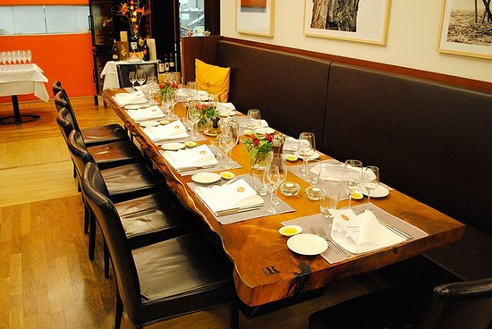 Il Punto : UNSER FAMILIENTISCH / OUR FAMILY TABLE - ONE OF A KIND AND IDEAL FOR ANY OCCASION.
