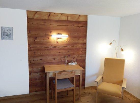 Zeneggen, سويسرا: Sitzecke Deluxe Einzelzimmer