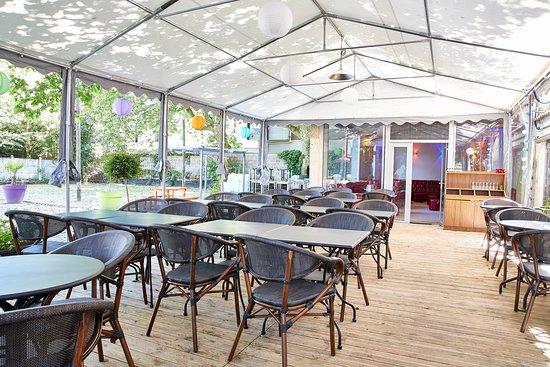 Terrasse picture of jardin du pre fleuri villeurbanne tripadvisor - Terrasse jardin marais villeurbanne ...