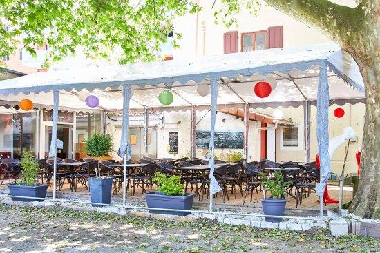 terrasse - Picture of Le Jardin du Pre Fleuri, Villeurbanne ...