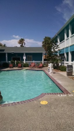 Plantation Suites: Relaxing pool/hot tub area