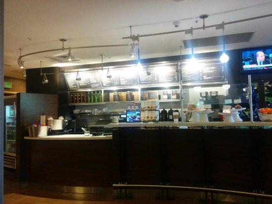 Longmont, CO: Lobby,Dining area