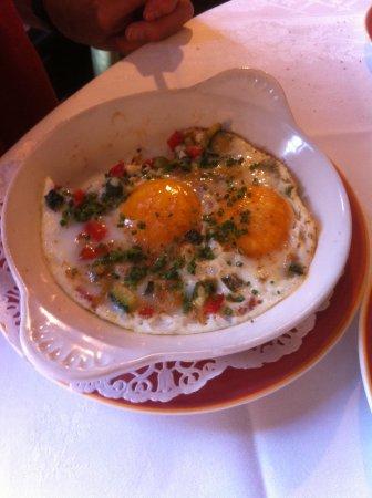 Le Moulin Fleuri : Twee gebakken eieren voor 20 euro...Vegetarisch...