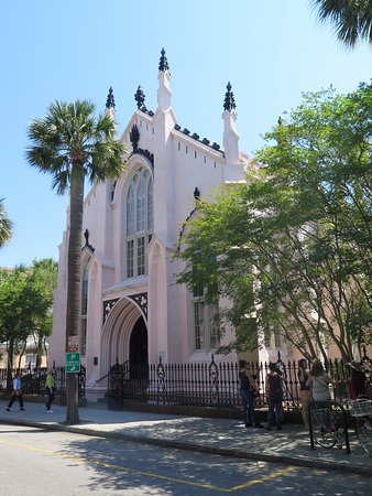 Charleston Sole Walking Tours: Huguenot Churc