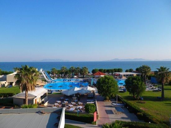 Vue depuis la chambre photo de doreta beach hotel for Chambre 507 avis