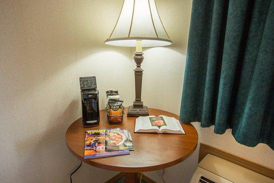 Green Gables Inn: Coffee in-room
