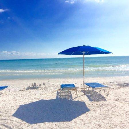 Sanibel Arms Condominiums: Our beach chairs! Available on the beach Mon-Fri 9-5.