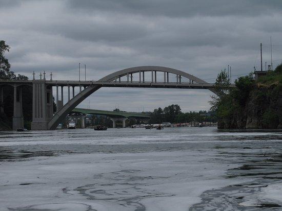 ออริกอนซิตี, ออริกอน: Oregon City bridge