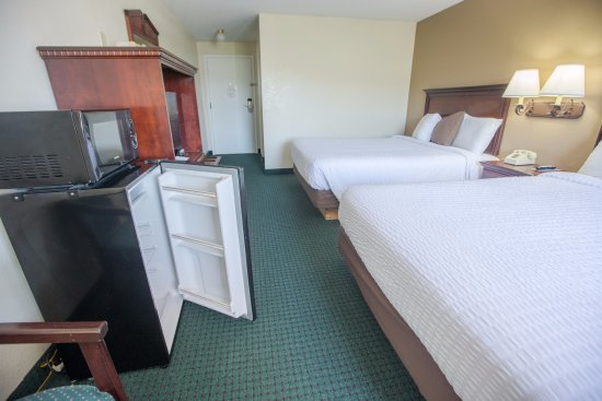Rosebud Inn: Deluxe Rooms - Fridge/Microwave