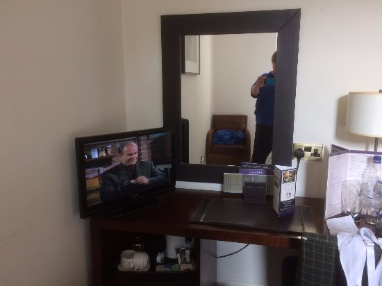 Scotland's Hotel & Spa : Note size of television