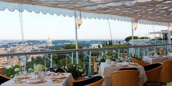 Ristorante la pergola in roma con cucina altre cucine d for La pergola roma prezzi
