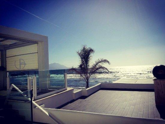 dalla terrazza sul mare... - Bild von Villa aragonese, Monte Di ...