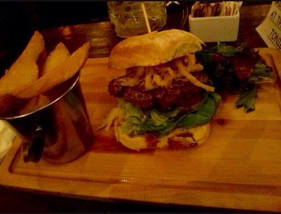 The Field Bar and Restaurant: photo2.jpg