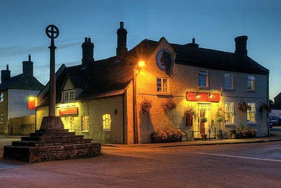 Digby, UK: The Red Lion is a popular village pub which serves cask marque awarded ales and premium lagers.