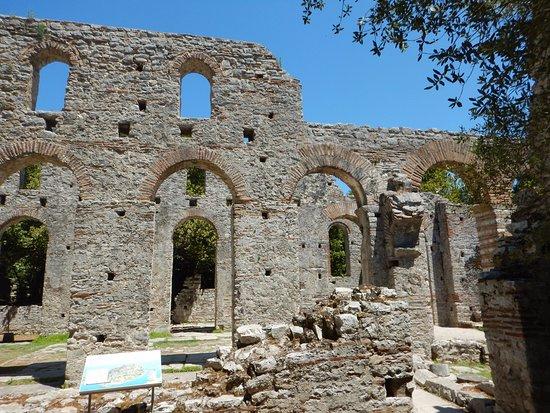 Butrint, Albanië: Ruin of abbey